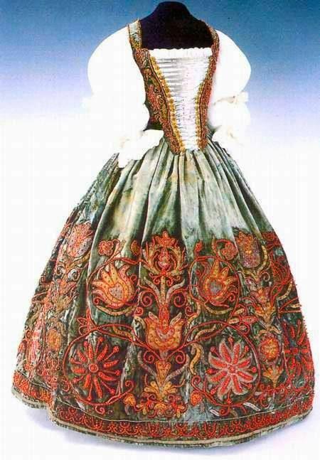 5c45e56867 Tulipános hímzett - női ruha, magyar arisztokrata viselet, életfa hímzéssel